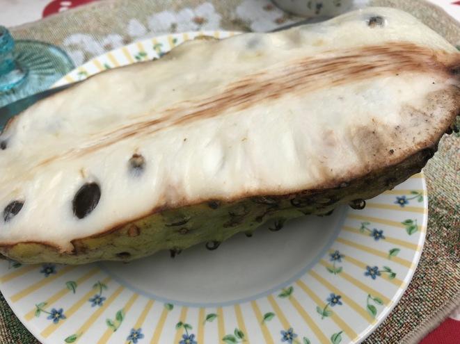 The inside of a fruit-de-conde